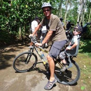 Met kinderen fietsen op Bali - AllinMam.com