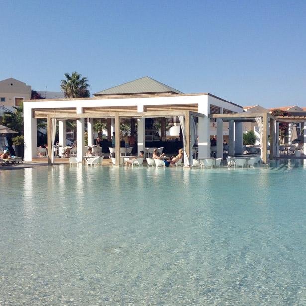 Pelagos bar bij het zwembad