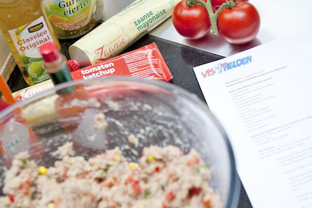 Fun burger tonijn   Koken met kinderen   AllinMam.com