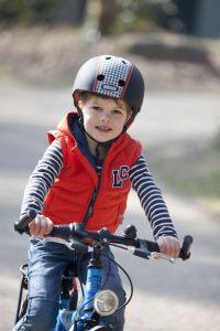 Veilig fietsen met fietshelm + Nutcase helm test - AllinMam.com