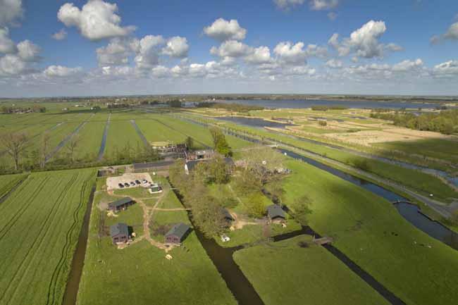 Logeren bij het betere boerenbed TaarTenTuin luchtfoto