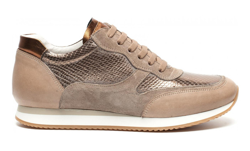 sneakers onder rokje - AllinMam.com