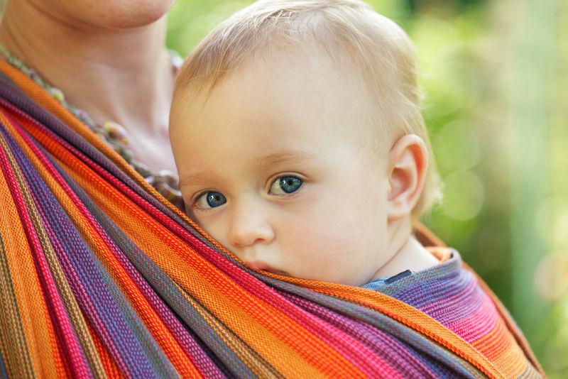 Ergonomisch dragen in een draagdoek? Veel te warm! - AllinMam.com