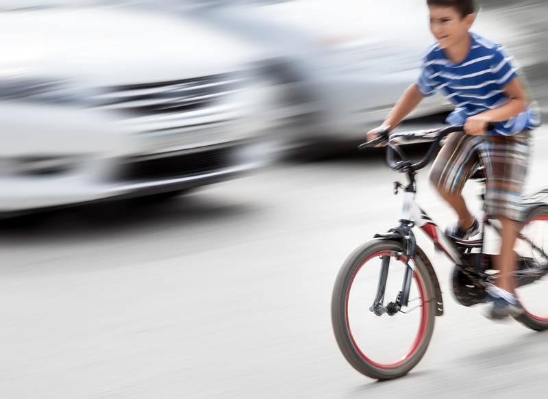 Naar school gaande kinderen in het verkeer - AllinMam.com