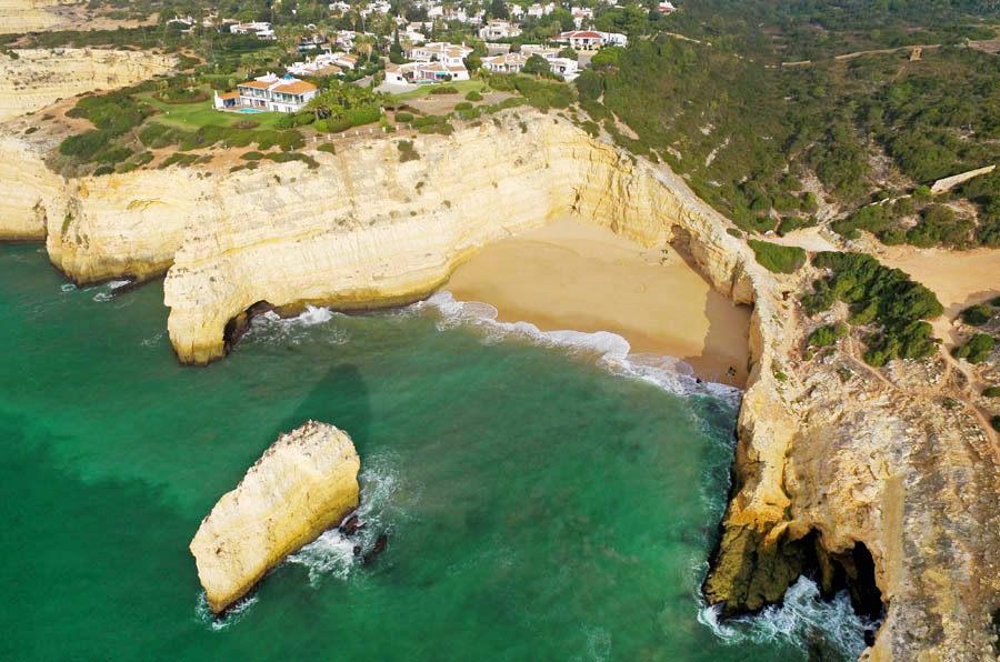 Praia do Carvalho strand in de buurt van Carvoeiro - AllinMam.com