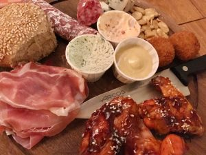 Roast Chicken Bar in Haarlem, eten met kinderen mixed platter vooraf - AllinMam.com