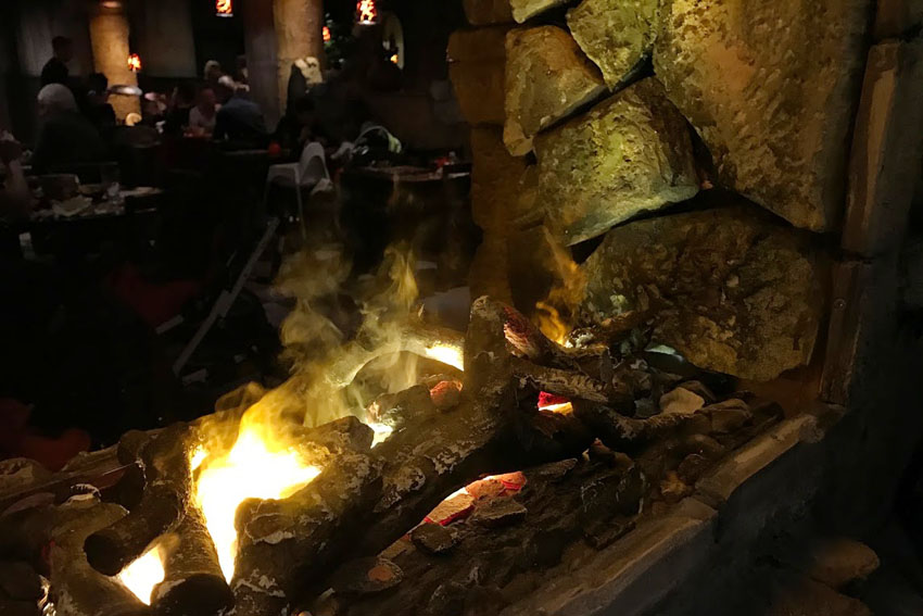 center parcs themarestaurants fuego adventure grill vuur - AllinMam.com
