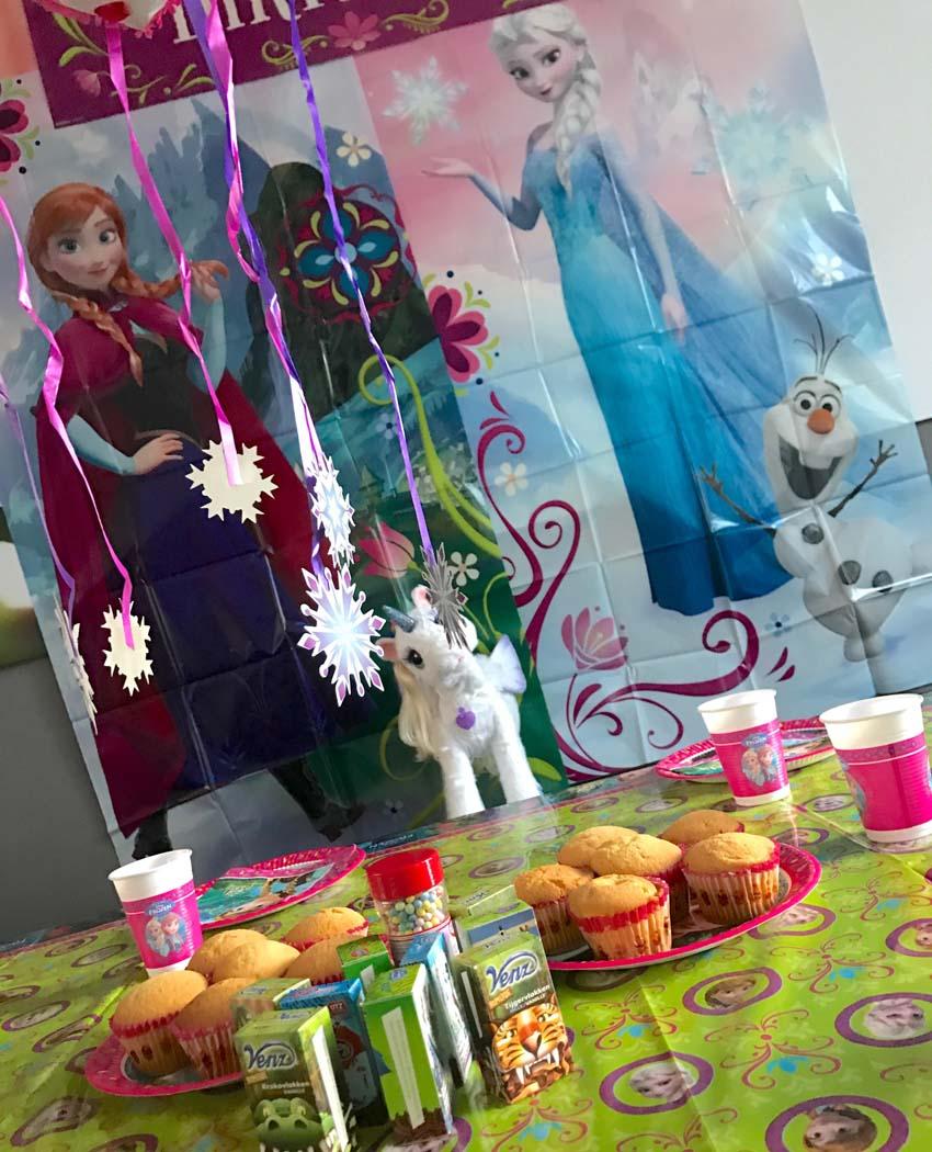 frozen feestje vieren Frozen posters versiering en pinata - AllinMam.com