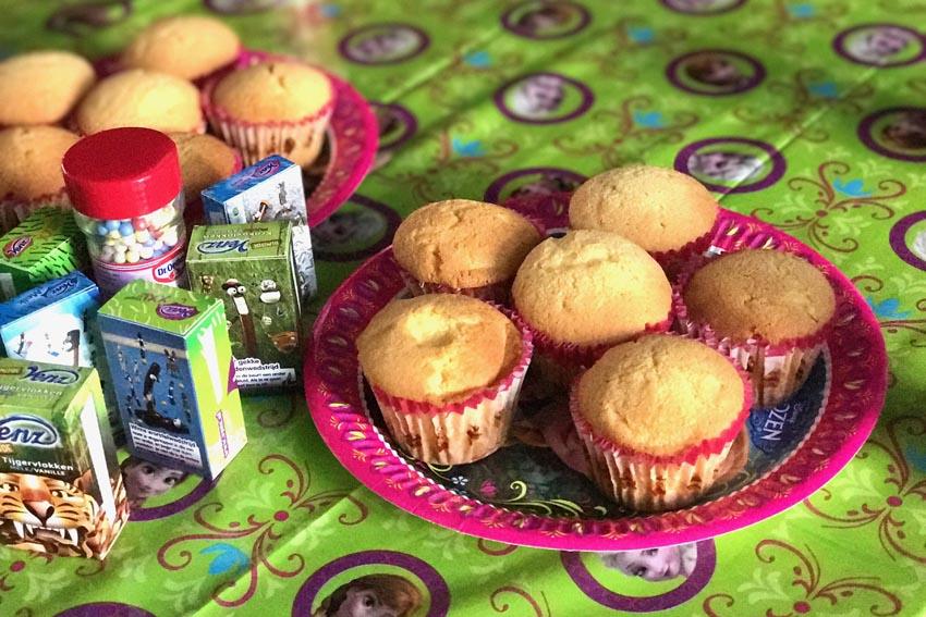 frozen feestje vieren cakejes versieren met hagelslag - AllinMam.com