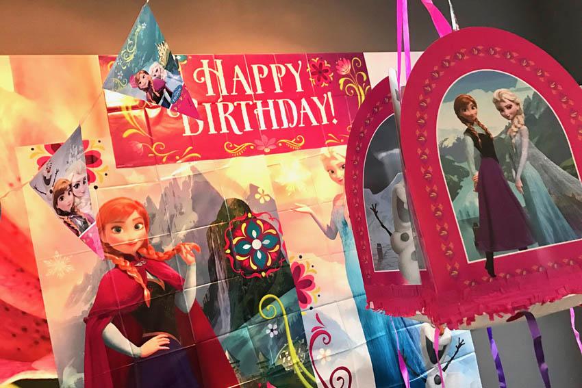 frozen feestje vieren pinata en posters - AllinMam.com