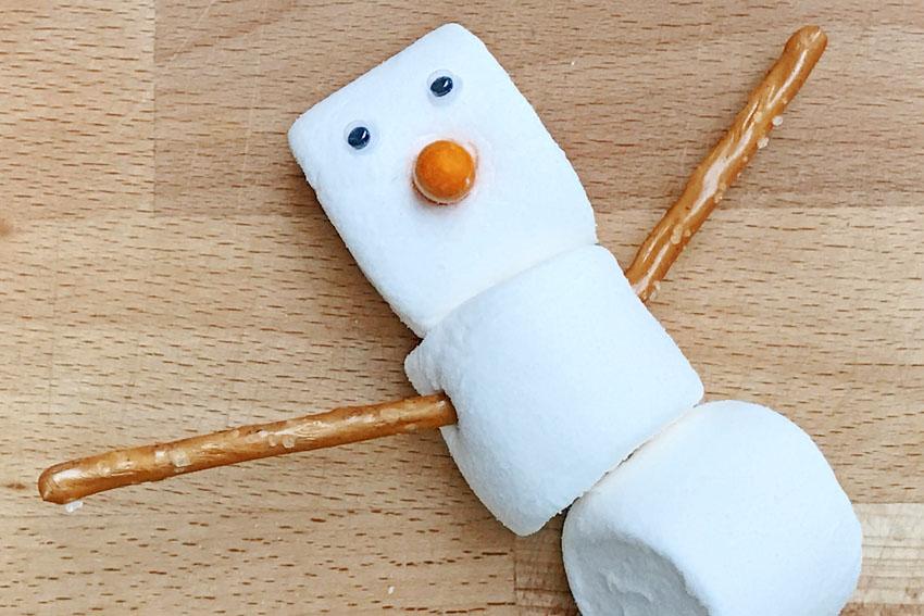 Zelf Olaf traktatie maken van marshmallows - AllinMam.com