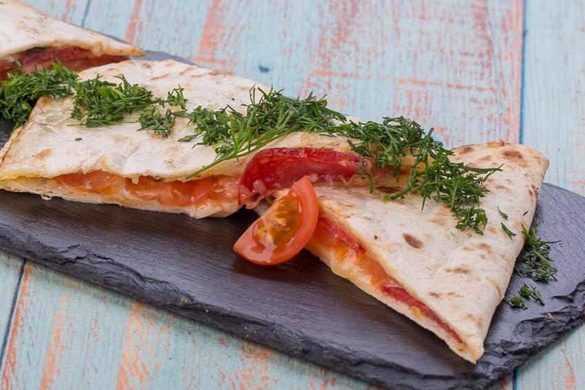 Piadina met vulling van rucola, serranoham en mozzarella - AllinMam.com