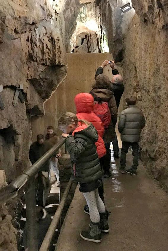 Grotten van Hotton: 65 meter afdalen op zoek naar een rivier - AllinMam.com