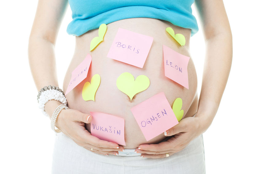 Een babynaam kiezen; waar hou je rekening mee? - AllinMam.com