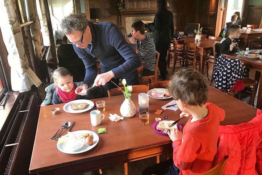 Een nachtje met de kids naar Stay Okay Gorssel, ontbijten in het jachthuis - AllinMam.com