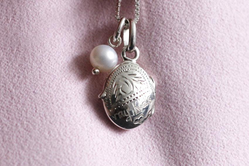 Medaillon met foto erin; mooi cadeau voor moederdag - AllinMam.com