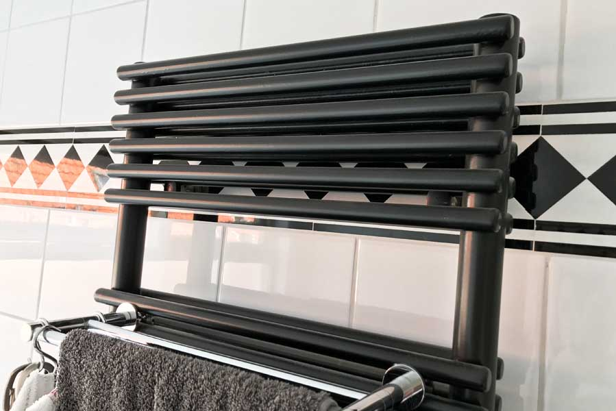 Badkamer radiator met dubbele horizontale buizen - AllinMam.com