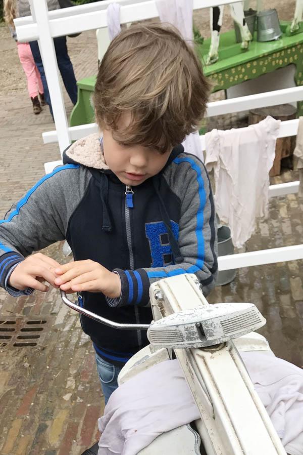 Op het kindererf in Openluchtmuseum - AllinMam.com