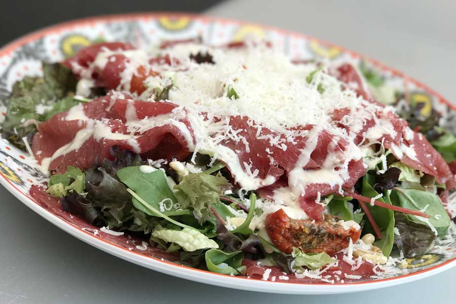 Salade met carpaccio en truffelmayonaise - AllinMam.com