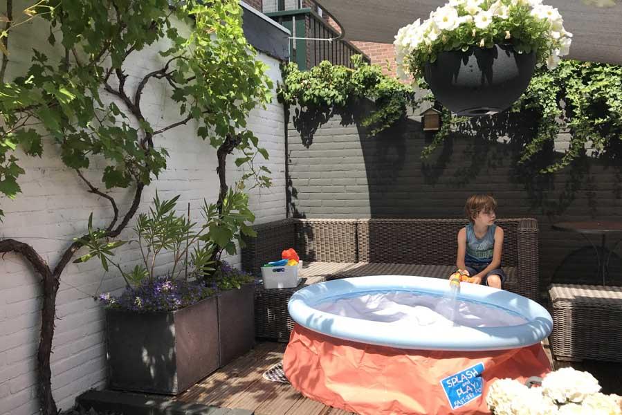 Zwembadje in de tuin - AllinMam.com