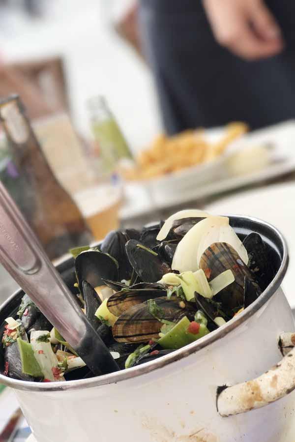 Mosselen eten op Thaise wijze - AllinMam.com