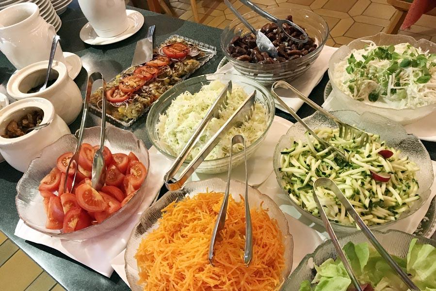 Salade buffet in Lucknerhaus - Vakantie in Osttirol met uitzicht op de Großglockner - AllinMam.com