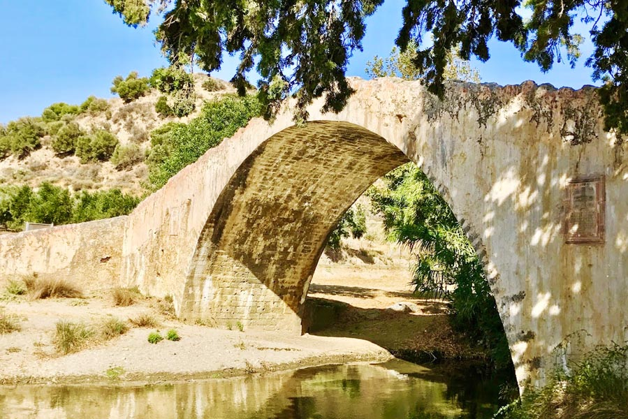 Venetiaanse brug over Kourliótis rivier op Kreta - AllinMam.com