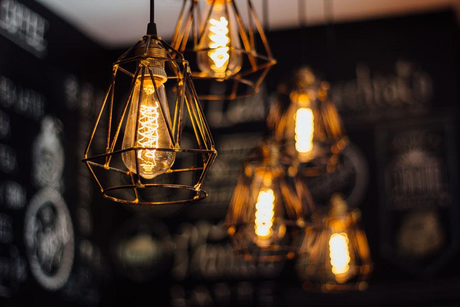 verlichting is helaas nog steeds te vaak een onder geschoven kindje in ons interieur jammer want met verlichting kun je zo veel meer doen dan alleen een
