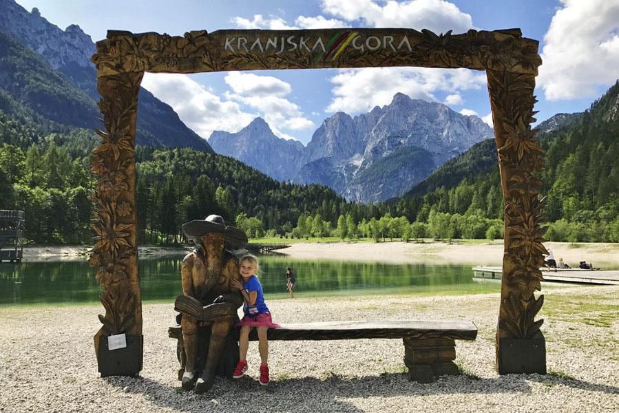 Lake Jasna in Slovenië. Een dagtrip naar Slovenië vanuit Oostenrijk - AllinMam.com