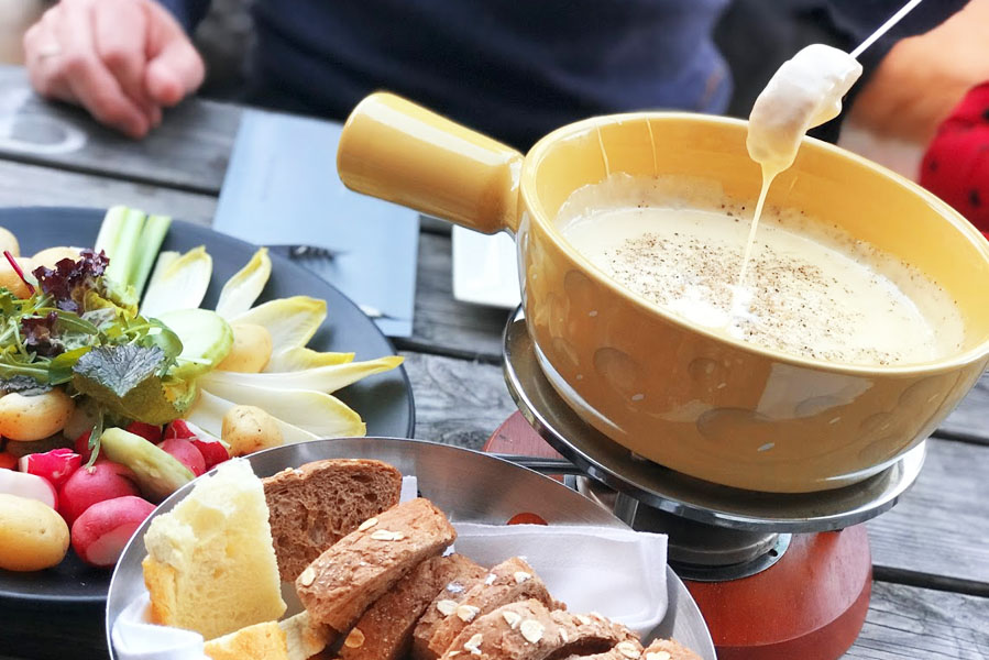 Tip voor december: Middagje Winter Wonderland in Noordwijk kaasfondue - AllinMam.com