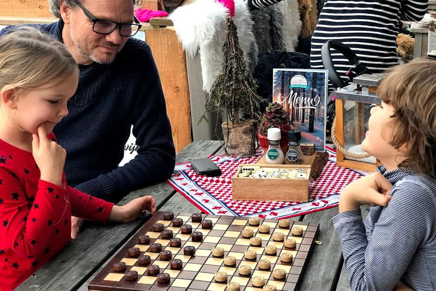 Tip voor december: Middagje Winter Wonderland in Noordwijk spelletjes doen - AllinMam.com