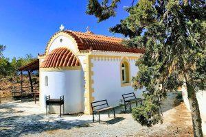 Martsalo beach op Kreta: wandeling door kloof naar verborgen strand kerkje waar te parkeren - AllinMam.com