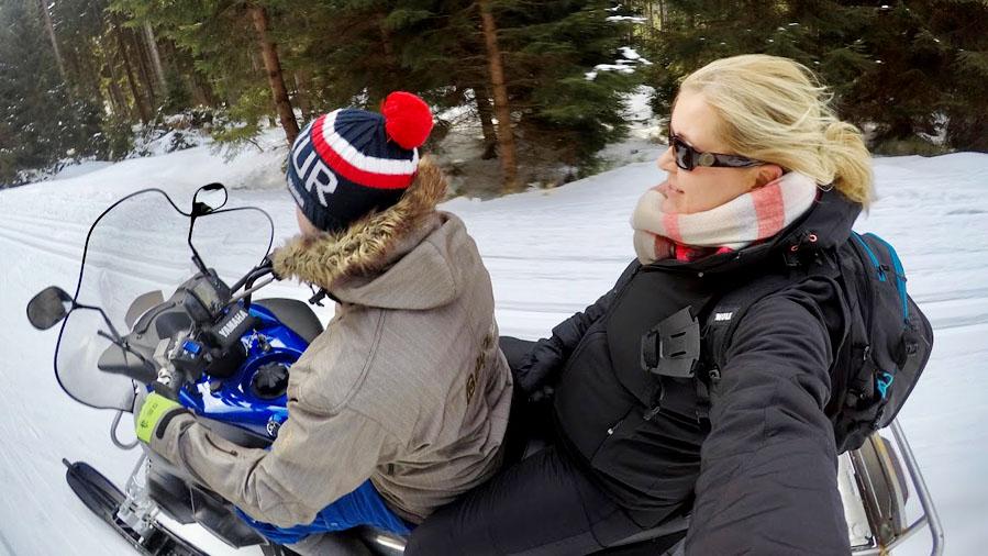 Op de sneeuwscooter in Bedřichov - Liberec: combinatie stedentrip en skiën in Tsjechië - AllinMam.com
