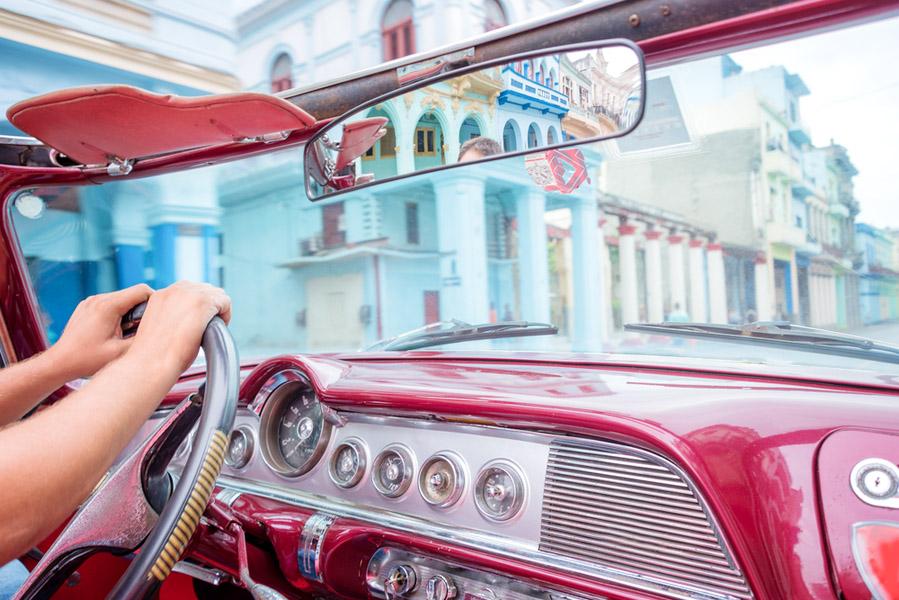Met kinderen een rit maken in oldtimer op Cuba - Met kinderen naar Cuba: wat je niet moet missen - AllinMam.com