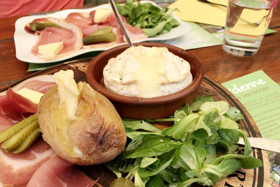 La Causerie des Lilas Hierges restaurant - Op vakantie in Champagne-Ardenne - AllinMam.com