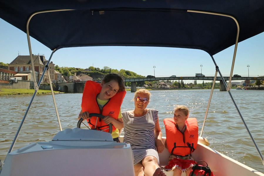 elektrisch bootje huren op de Maas in Givet - Op vakantie in Champagne-Ardenne - AllinMam.com