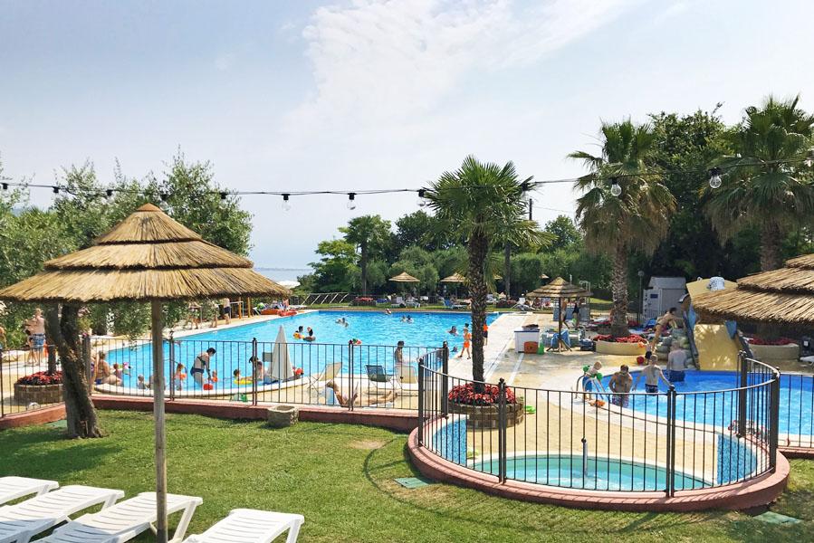 Camping Weekend zwembad, glamping aan het Gardameer - AllinMam.com