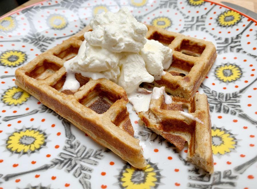 Keto waffle Chaffle, een koolhydraatarme wafel recept chaffle koolhydraatarme wafel - AllinMam.com