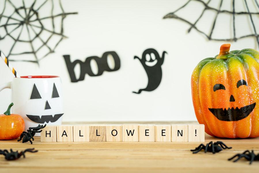 Halloween versieringen aan de muur - 15 Halloween ideeën voor in huis - AllinMam.com