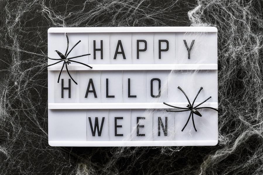 Halloween lichtbak - 15 Halloween ideeën voor in huis - AllinMam.com