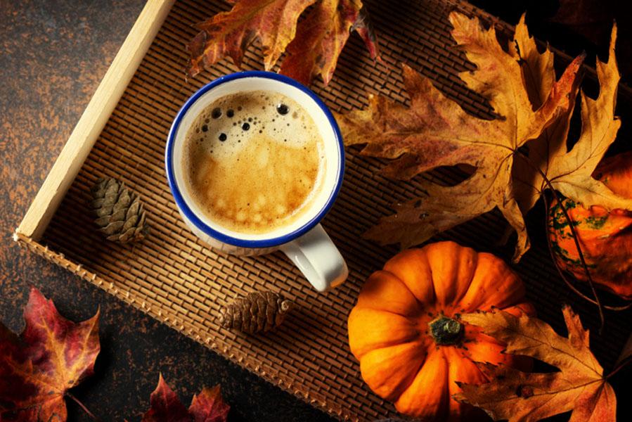 Halloween dienblad decoratie - 15 Halloween ideeën voor in huis - AllinMam.com