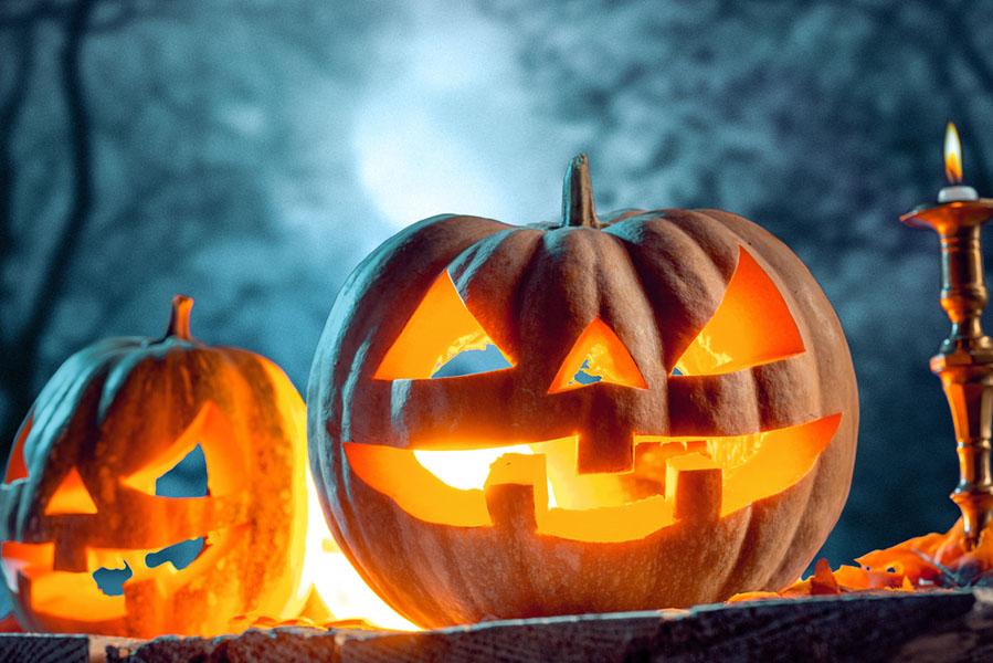 Halloween pompoen uithollen - 15 Halloween ideeën voor in huis - AllinMam.com