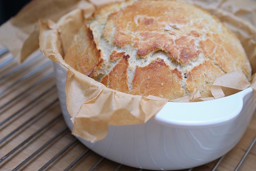 Dutch Oven brood recept, in 2,5 uur vers brood op tafel - AllinMam.com